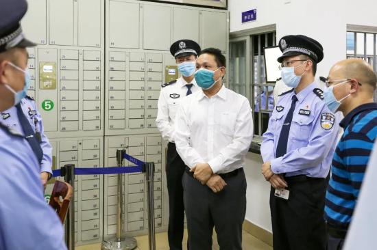 李景言到四会监狱、肇庆监狱督导检查安保工作